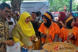 Lomba masak rendang antar-istri gubernur digelar di Padang