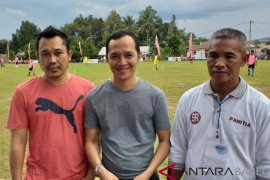64 tim sepak bola veteran bertanding rebut piala gubernur