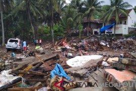 Para pengungsi korban terdampak tsunami Lampung menunggu relokasi