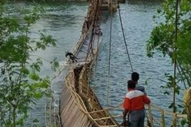 Bupati Malra inginkan perampungan Jembatan Fair yang ambruk sesuai jadwal