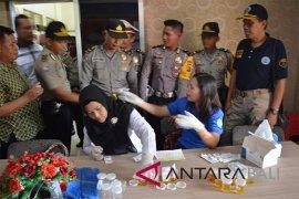 100 anggota Polres Buleleng jalani tes urine