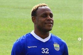 Pemain bertahan Victor Igbonefo siap bawa Persib juara musim 2020