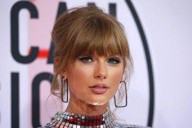 Taylor Swift Beri Kejutan di Golden Globes