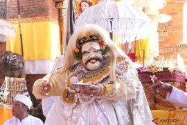 Wagub menari Topeng Sidakarya di Pura Er Jeruk