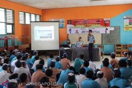 Ratusan pelajar SMP Sukabumi dikenalkan fungsi keimigrasian