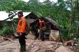 Tanah longsor dan banjir landa utara Sukabumi