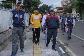 Sukabumi bangun trotoar khusus penyandang disabilitas
