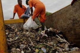 Bersih Pantai Lantamal VII Kupang Page 2 Small