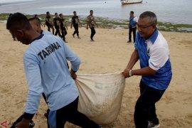 Bersih Pantai Lantamal VII Kupang Page 3 Small