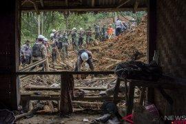 Keluarga korban longsor Sukabumi ikhlaskan Ruhesih tidak bisa ditemukan