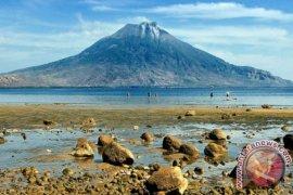 Gunung Lewotolok Lembata berstatus waspada