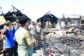 Tujuh Rumah Terbakar Satu Lansia Nyaris Tewas