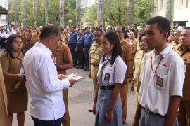 600 siswa U-17 di Ambon terima e-KTP