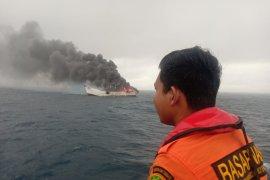 Kapal POF XIII rute Bitung-Ibu terbakar