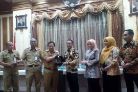 Palangkaraya Mayor learns about Banjarmasin revenue