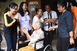 K3S Denpasar bantu kursi roda untuk lansia