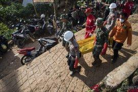 Pencarian longsor Sukabumi ditutup, sisakan satu korban tidak ditemukan