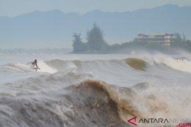 Masyarakat diperingatkan mewaspadai gelombang tinggi di laut Arafura