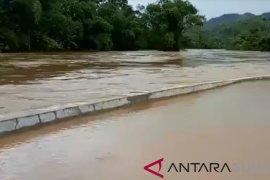 Diguyur hujan sungai Sibuluan Tapteng meluap, tim SAR siaga
