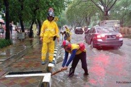 Arief Himbau Warga Tak Buang Sampah Sembarangan Atasi Banjir