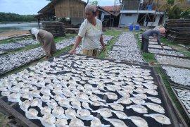 Produksi Ikan Kering Turun