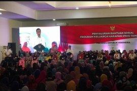 Presiden Jokowi minta pemberdayaan ekonomi mendapat prioritas dalam PKH
