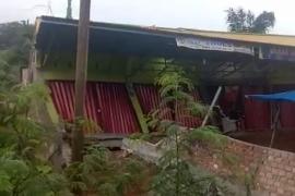 Ruko 10 pintu di Merangin ambruk akibat pergeseran tanah