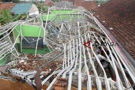 Sekolah ambruk di Bogor