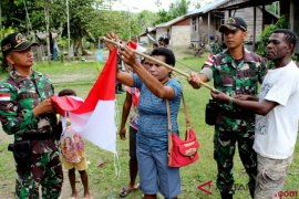 Tujuh warga tertimpa atap rumah di Keerom Papua dievakuasi prajurit TNI