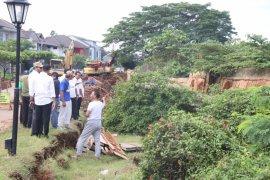 Pemkot Bekasi tangani bantaran amblas Kemang Pratama