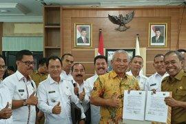 Wali Kota Bekasi serahkan bantuan untuk Palu Rp1,2 miliar