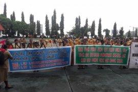 Puluhan guru Jayapura demo tuntut pembayaran uang lauk-pauk
