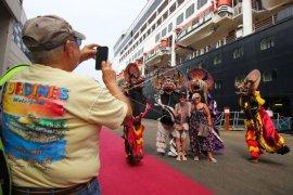 Kapal pesiar MS Maasdam bawa ribuan wisatawan