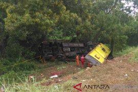 Kecelakaan beruntun di Tol Cipularang siang ini, melibatkan 10 kendaraan dan enam tewas