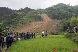 Evakuasi korban longsor Sukabumi dilanjutkan Rabu pagi