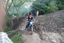Hujan deras akibatkan satu rumah ambruk di Tabanan