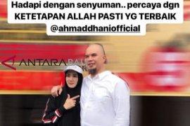 "Mulan Jameela unggah foto dengan Ahmad Dhani, ""Hadapi dengan senyuman"""