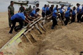 Bersih Pantai Lantamal VII Kupang Page 1 Small
