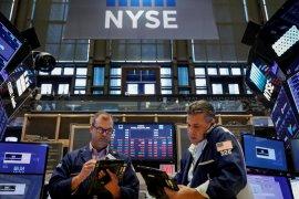Wall Street bervariasi, pasar  berhati-hati tentang perdagangan global