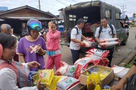 TNI - Bulog gelar pasar murah di Putussibau