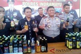 Polres Indramayu gerebek gudang dan sita ribuan botol miras
