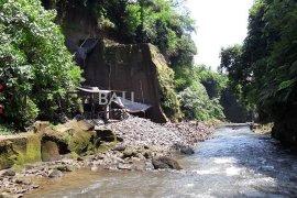 Polres Gianyar hentikan pertambangan liar di Batuan, Sukawati