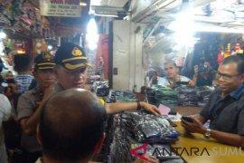 Kapolrestabes Medan sapa masyarakat dan pedagang