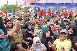 Ribuan masyarakat Lubuk Pakam sambut Piala Adipura