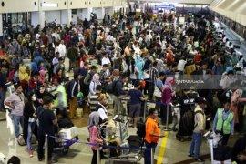 11 penerbangan terganggu akibat kerusakan landasan pacu Bandara Juanda
