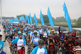 Wagub Lampung Melepas 3.000 peserta Tour de Bakter HUT Hutama Karya
