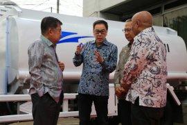 Astra bantu 10 truk tanki air untuk armada PMI