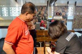 Menpar Cicipi Lezatnya Kuliner Surabaya dan Kunjungi Museum House of Sampoerna (Video)