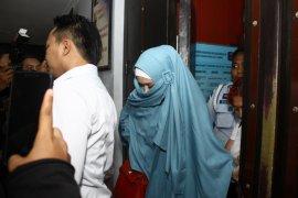 Mulan Dijadwalkan Dampingi Ahmad Dhani Saat Persidangan