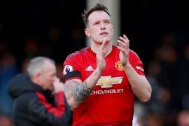 Phil Jones: MU jadi bahan tertawaan di bawah Mourinho